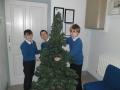putting-up-christmas-tree-2018-3